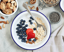 oats with milk and berries