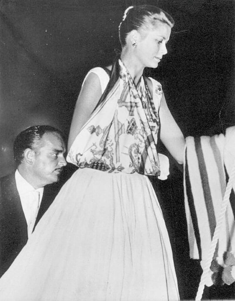 Grace Kelly wearing an arm sling